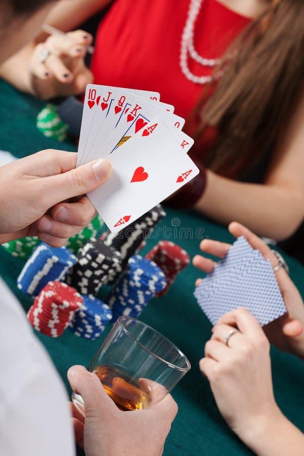 Βασιλική εκροή στο παιχνίδι πόκερ στοκ εικόνες