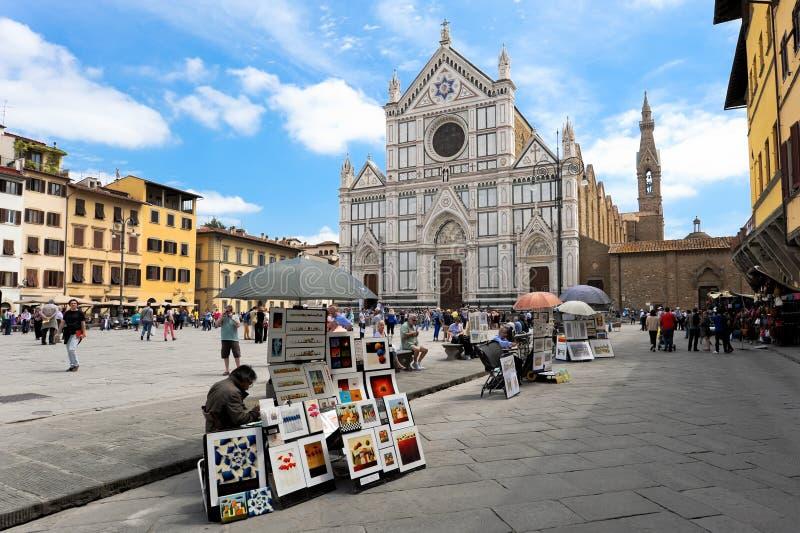 Βασιλική Santa Croce στη Φλωρεντία με τους γυρολόγους στοκ φωτογραφία