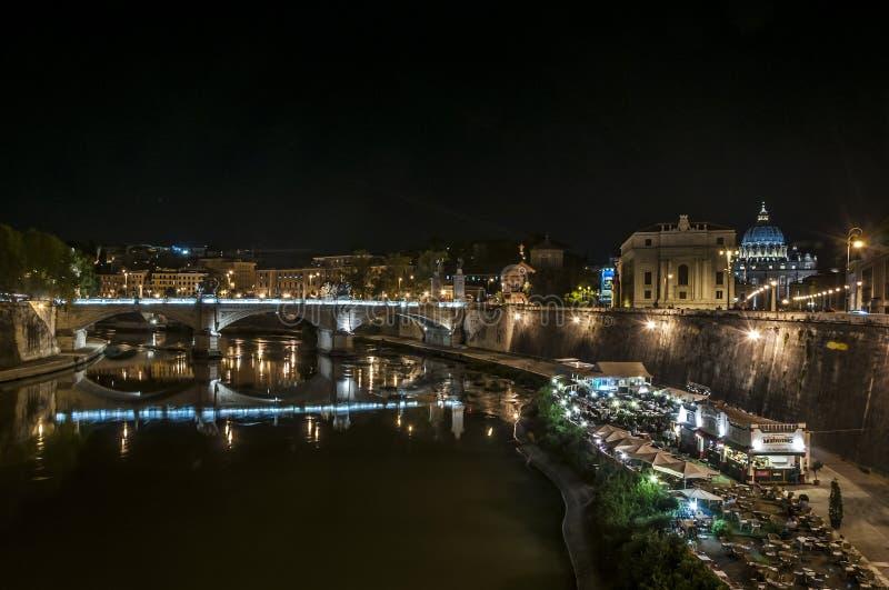 Βατικανό και ποταμός Tiber τή νύχτα στοκ φωτογραφίες