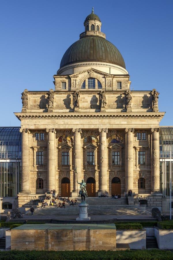Βαυαρική κρατική καγκελερία Bayerische Staatskanzlei στο Μόναχο, στοκ φωτογραφίες