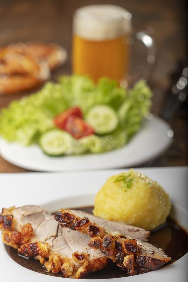 Βαυαρικό ψημένο χοιρινό κρέας στοκ εικόνες με δικαίωμα ελεύθερης χρήσης