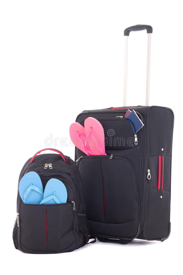 Βαλίτσα και σακίδιο πλάτης ταξιδιού beachwear που απομονώνεται με στο λευκό στοκ εικόνα με δικαίωμα ελεύθερης χρήσης
