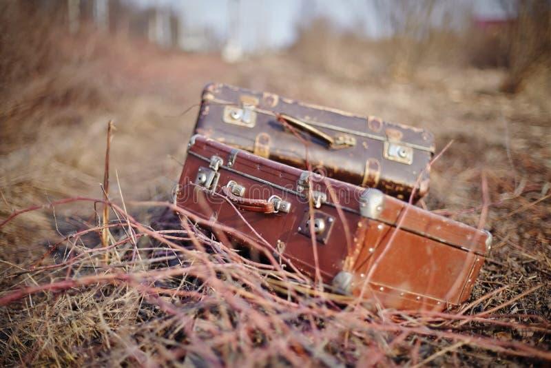 βαλίτσες δύο τρύγος στοκ φωτογραφίες