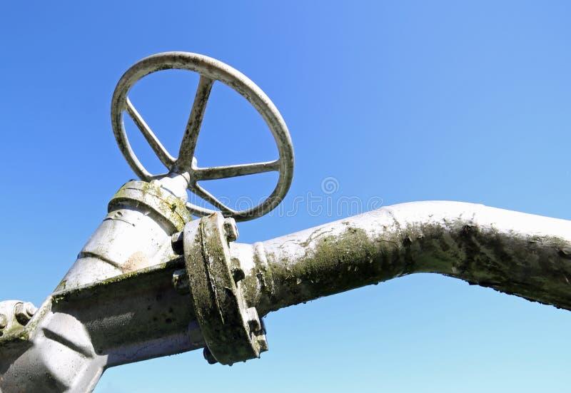 βαλβίδα για το κλείσιμο και το άνοιγμα του αγωγού υγραερίου στοκ φωτογραφία με δικαίωμα ελεύθερης χρήσης