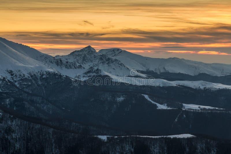 Βαλκανικό ηλιοβασίλεμα βουνών στοκ φωτογραφία με δικαίωμα ελεύθερης χρήσης