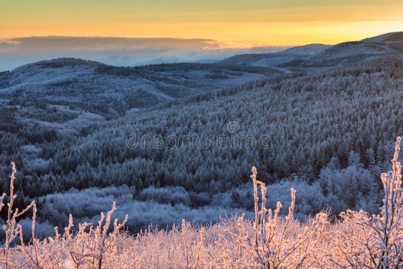 Βαλκανικό ηλιοβασίλεμα βουνών στοκ φωτογραφίες