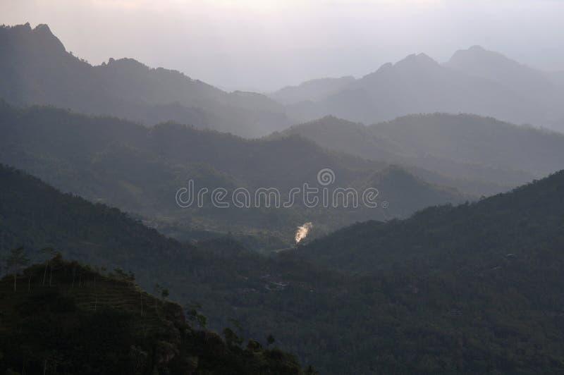 Βαλμένοι σε στρώσεις λόφοι στοκ εικόνες