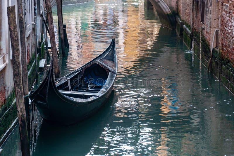 Βενετία, η πόλη της λιμνοθάλασσας, των καναλιών, και των μασκών καρναβαλιού στοκ εικόνες