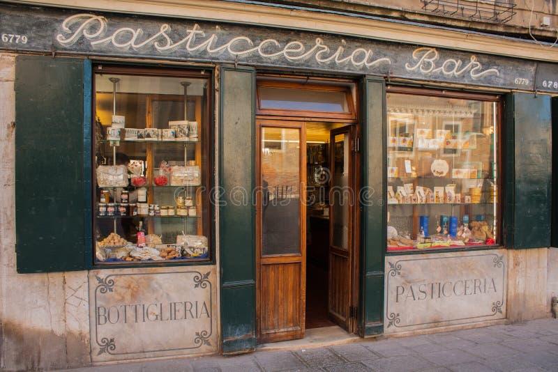 Βενετία, Ιταλία, στις 14 Φεβρουαρίου 2017 Πόλη της Βενετίας της Ιταλίας Ενετικός παραδοσιακός φραγμός Backery στοκ εικόνες με δικαίωμα ελεύθερης χρήσης