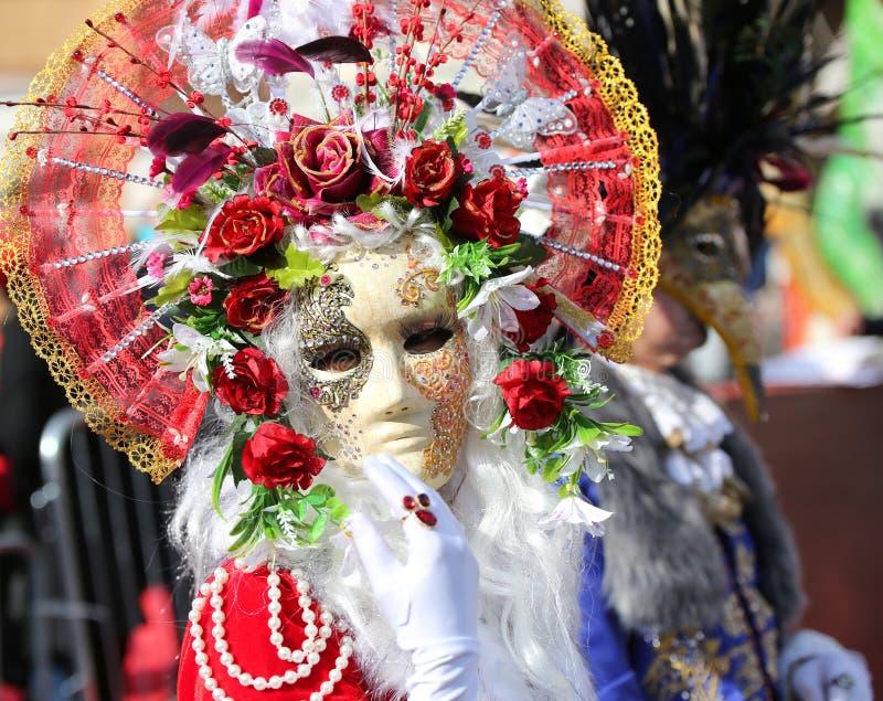 Βενετία, Ιταλία - 5 Φεβρουαρίου 2018: πρόσωπο με τη μάσκα καρναβαλιού και στοκ εικόνες