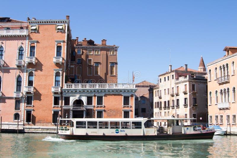 Βενετία, Ιταλία - 28 Μαρτίου 2015: Άποψη του μεγάλου καναλιού σε Veni στοκ εικόνα με δικαίωμα ελεύθερης χρήσης