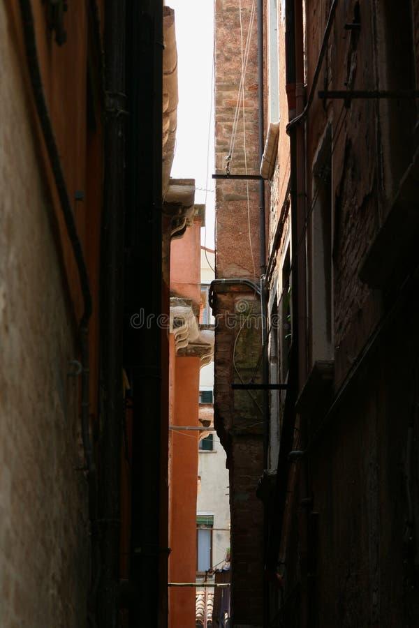 Βενετία, στενή οδός στοκ φωτογραφία με δικαίωμα ελεύθερης χρήσης