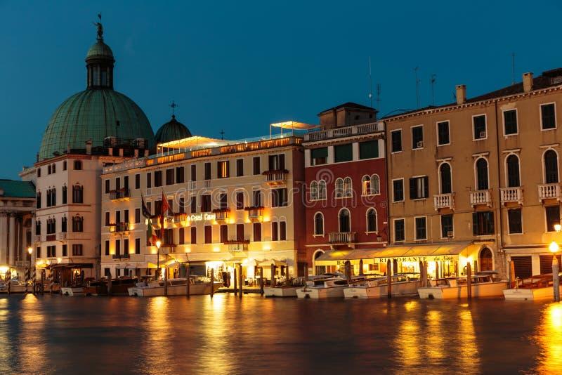 Μεγάλο κανάλι στη Βενετία τη νύχτα στοκ εικόνες με δικαίωμα ελεύθερης χρήσης