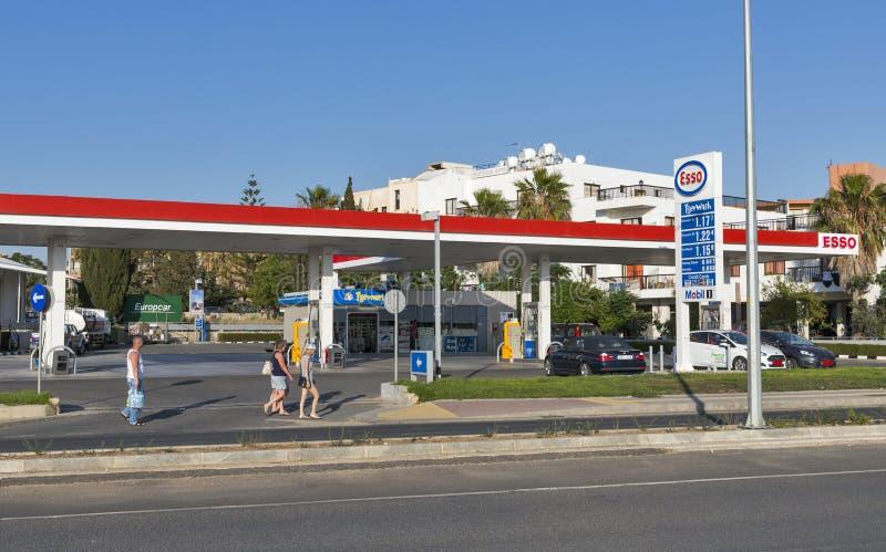 Βενζινάδικο του Esso στη Πάφο, Κύπρος στοκ φωτογραφίες