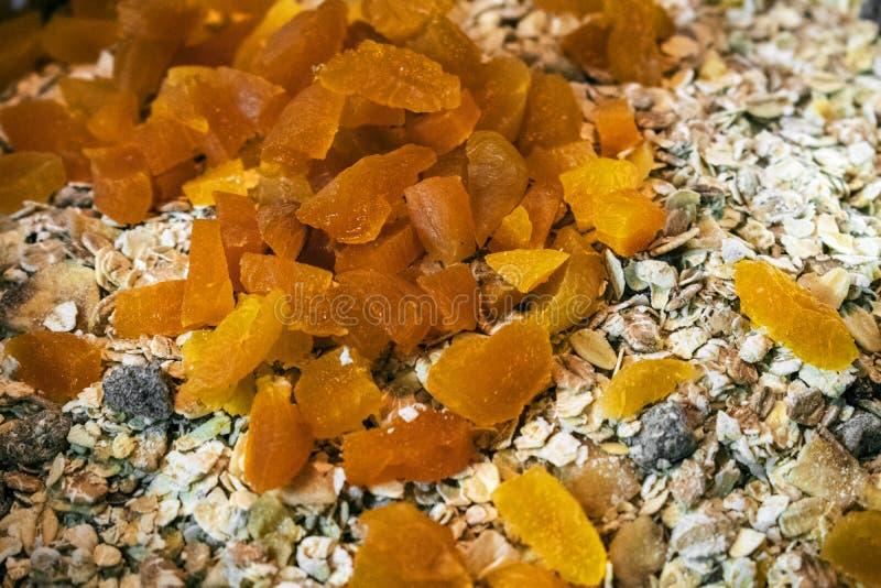 Βερίκοκο αρωματικό flapjack/φραγμός granola στοκ φωτογραφίες