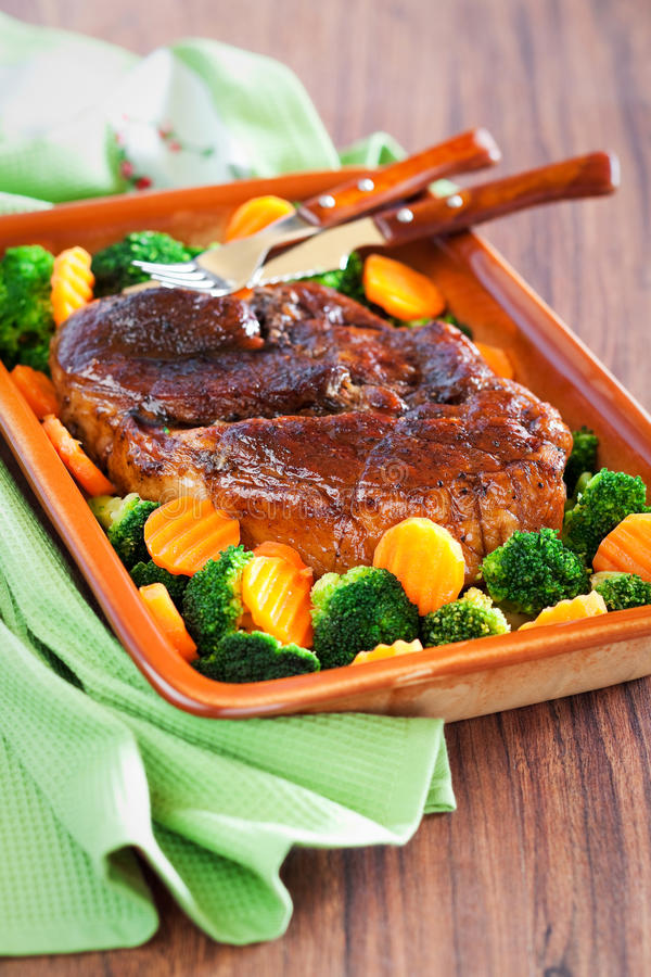 Βερνικωμένο μέλι roast χοιρινό κρέας στοκ εικόνα
