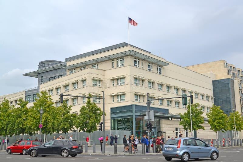 Βερολίνο Γερμανία Άποψη της οικοδόμησης της πρεσβείας των Ηνωμένων Πολιτειών της Αμερικής στοκ εικόνα