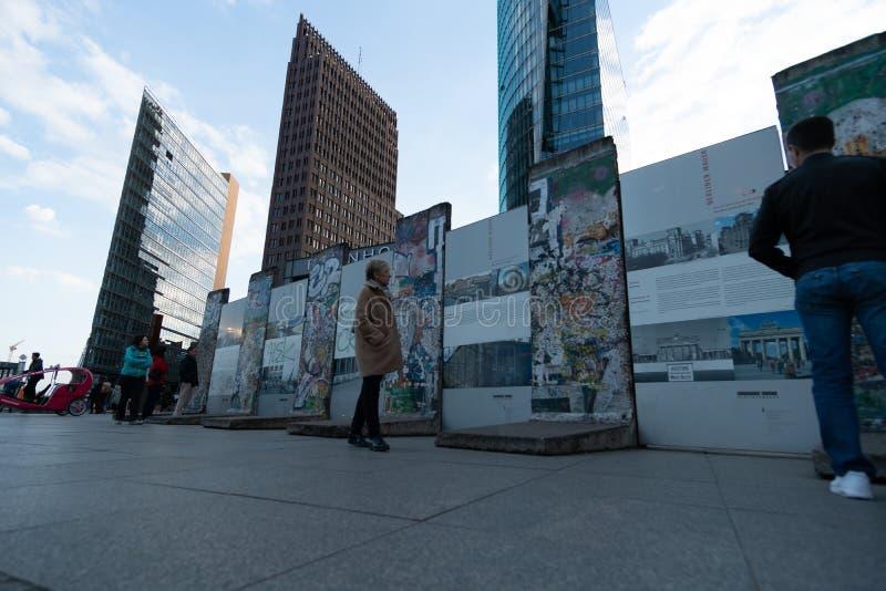 Βερολίνο, Γερμανία - 26 Απριλίου 2016: Μνημείο του τείχους του Βερολίνου σε Bernauer Strasse στοκ φωτογραφία με δικαίωμα ελεύθερης χρήσης