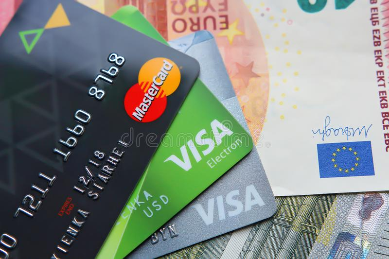 Βερολίνο, Γερμανία - 4 Σεπτεμβρίου 2017: Visa και MasterC τραπεζικών καρτών στοκ εικόνα