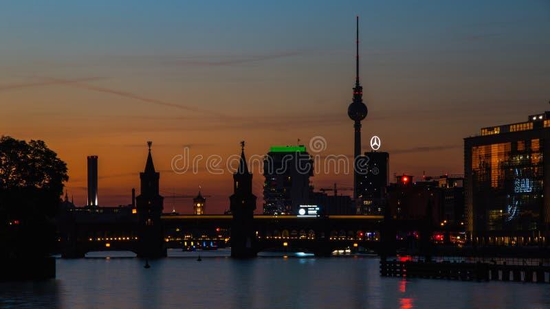 Βερολίνο, Γερμανία, στις 7 Οκτωβρίου 2018: Γέφυρα Oberbaum και πύργος ι TV στοκ εικόνες