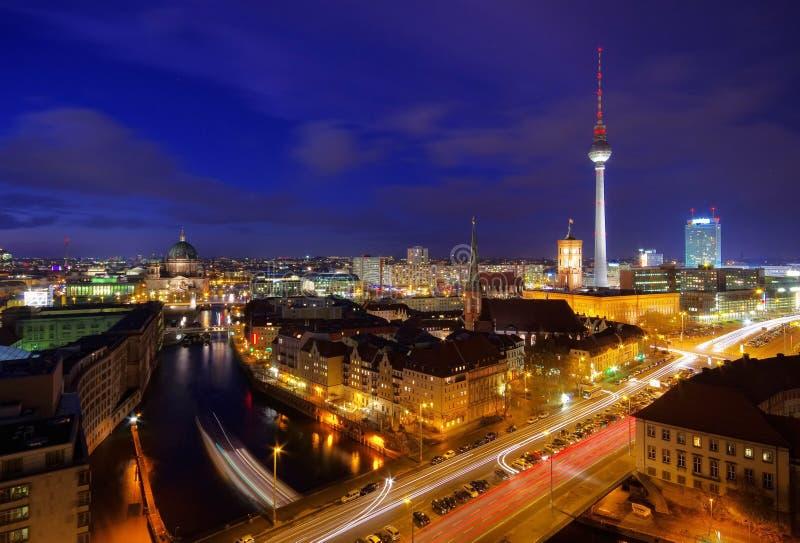 Βερολίνο τή νύχτα στοκ εικόνα με δικαίωμα ελεύθερης χρήσης