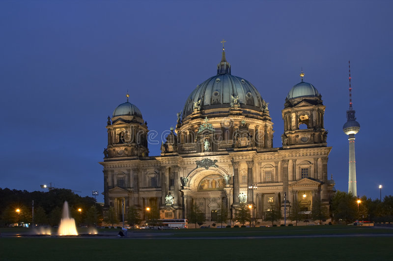 Download Βερολίνο στοκ εικόνες. εικόνα από μεγαλοπρεπής, εκκλησία - 377324