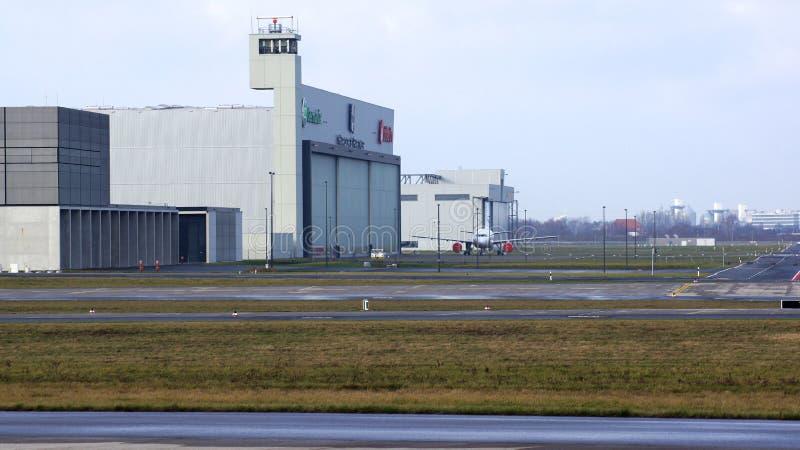 ΒΕΡΟΛΙΝΟ, ΓΕΡΜΑΝΙΑ - 17 Ιανουαρίου 2015: Υπόστεγο αεροπορίας στα ΤΖΙΤΖΙΦΑ αερολιμένων του Βερολίνου Βραδεμβούργο στοκ εικόνες