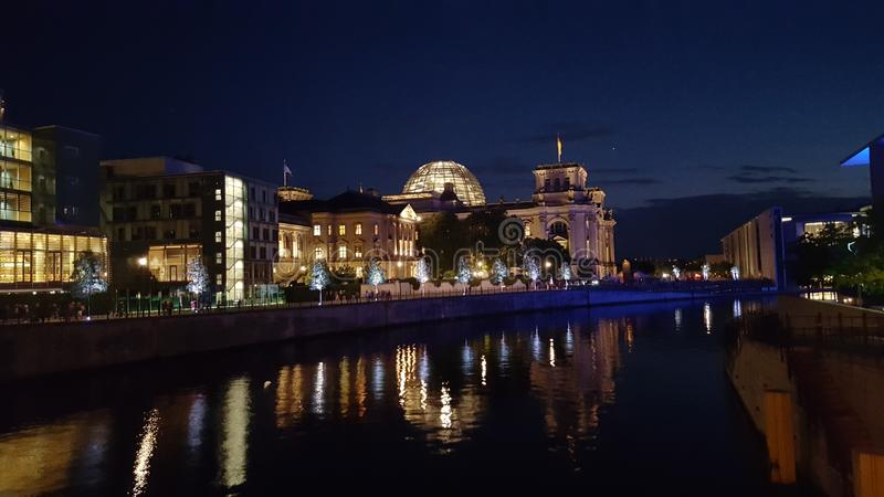 Βερολίνο τή νύχτα στοκ εικόνες