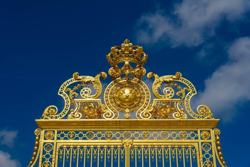 Βερσαλλίες, Γαλλία - 19 Μαΐου 2016: Χρυσή είσοδος πυλών Versa στοκ φωτογραφία με δικαίωμα ελεύθερης χρήσης