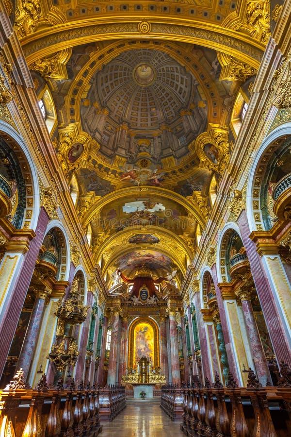 Βιέννη, Αυστρία - 19 08 2018: Interier της εκκλησίας ή Unive Jesuit στοκ εικόνα