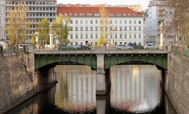 Βιέννη: εκβολές του ποταμού Wienfluss της Βιέννης, όπου ενώνει το Δούναβη σ στοκ εικόνες
