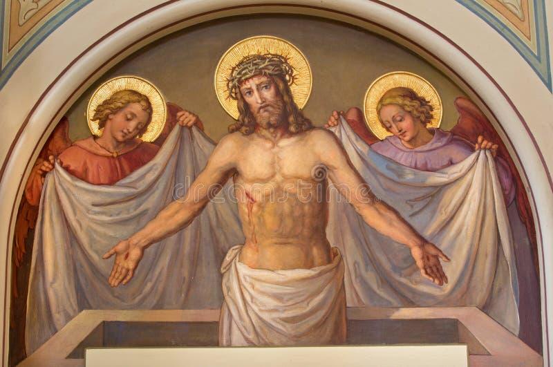 Βιέννη - η νωπογραφία αναστημένου Χριστού στην εκκλησία Carmelites σε Dobling από αρχίζει. του σεντ 20. από το Josef Kastner. στοκ εικόνες