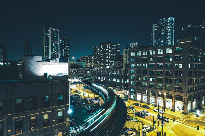 Βιασύνη τραίνων νύχτας του Σικάγου στοκ εικόνα με δικαίωμα ελεύθερης χρήσης