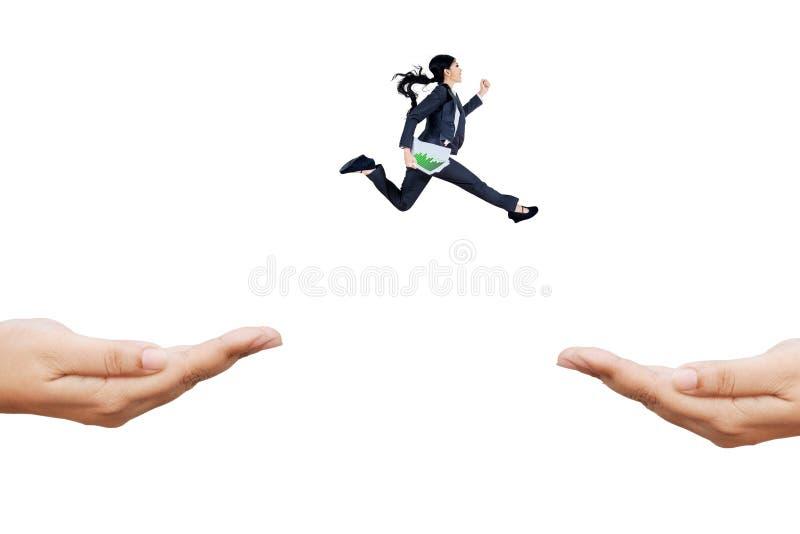 Βιασύνη τρεξιμάτων επιχειρηματιών μέσω των χεριών στοκ εικόνες
