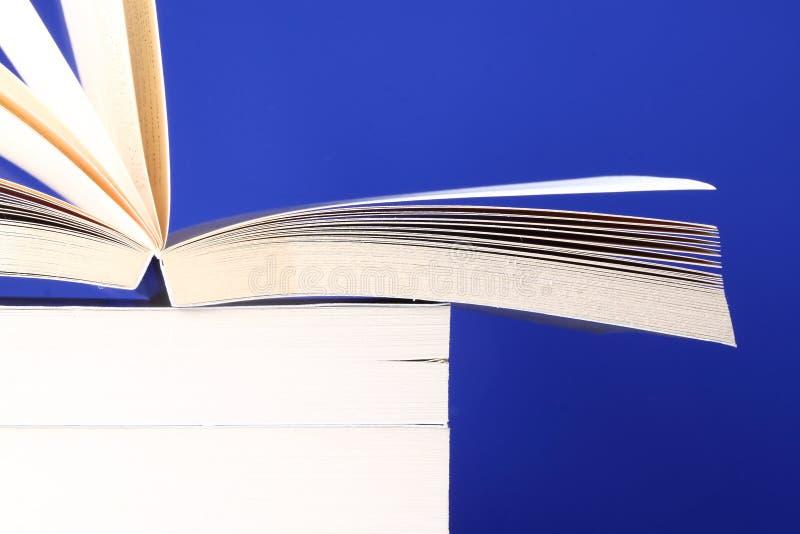 βιβλία που συσσωρεύοντ&a στοκ εικόνες