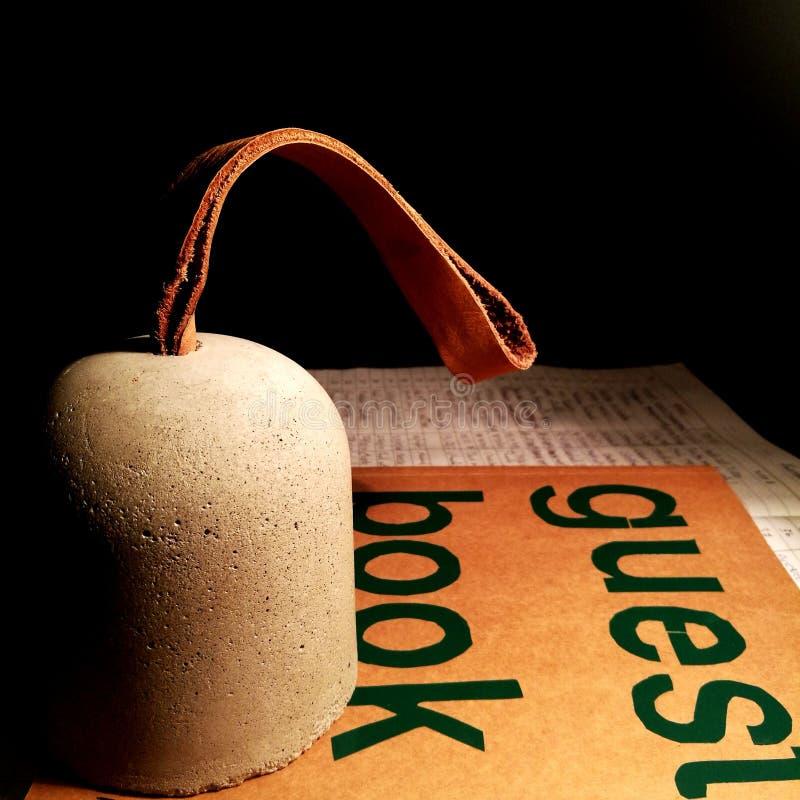 Βιβλίο επισκεπτών με τσιμέντο στοκ εικόνες