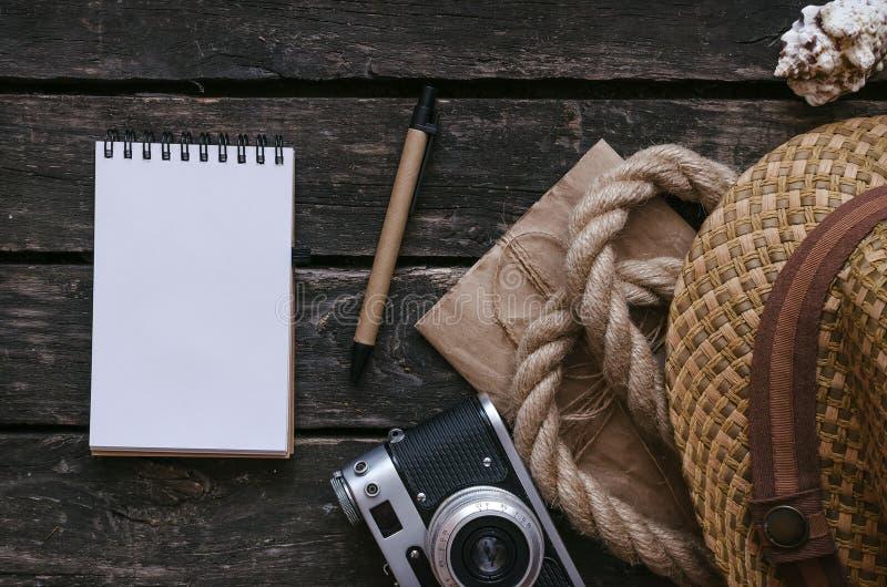 Βιβλίο ημερολογίων τουριστών ή τυχοδιωκτών Υπόβαθρο διακοπών θάλασσας στοκ εικόνα με δικαίωμα ελεύθερης χρήσης
