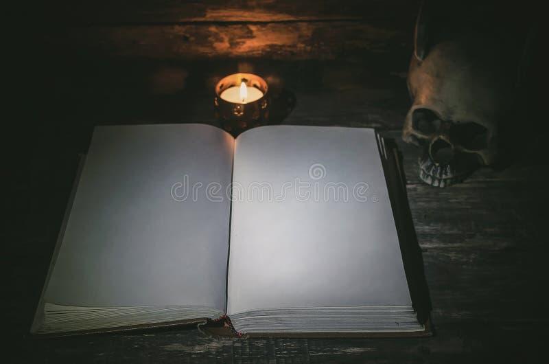 Βιβλίο μαγικού στοκ εικόνα με δικαίωμα ελεύθερης χρήσης
