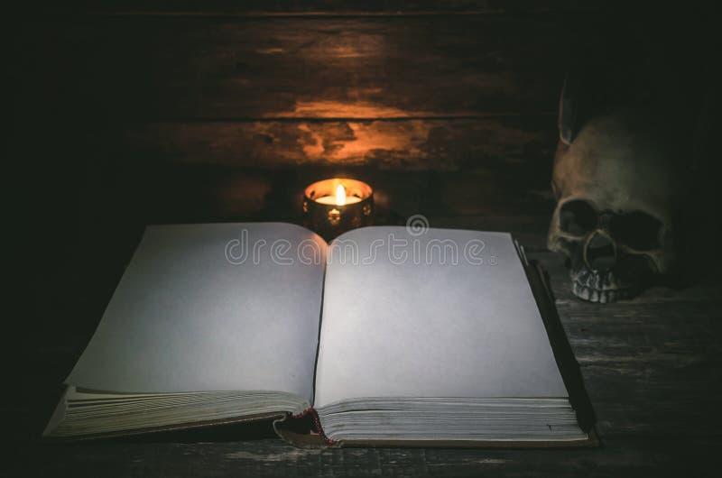 Βιβλίο μαγικού στοκ εικόνες