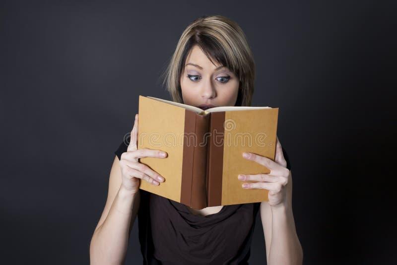 βιβλίο σχετικό ανάγνωση της ιστορίας του s στοκ φωτογραφία με δικαίωμα ελεύθερης χρήσης