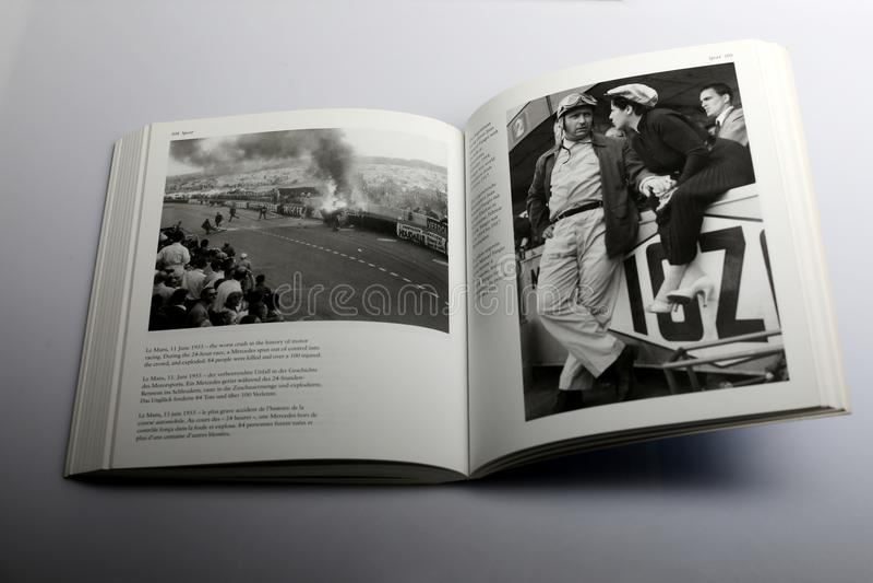 Βιβλίο φωτογραφίας από το Nick Yapp, η χειρότερη συντριβή στην ιστορία της μηχανής που συναγωνίζεται στο Le Mans στοκ εικόνες με δικαίωμα ελεύθερης χρήσης