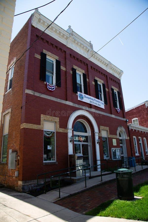 Βιβλιοθήκη και Δημαρχείο MD Sharpsburg στοκ φωτογραφία με δικαίωμα ελεύθερης χρήσης