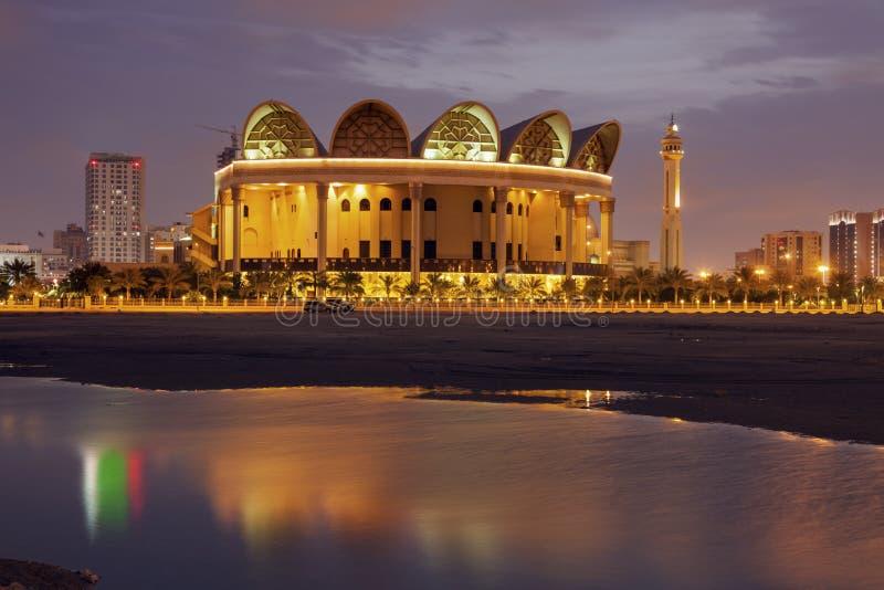 Βιβλιοθήκη και μεγάλο μουσουλμανικό τέμενος Al Fateh στοκ φωτογραφία