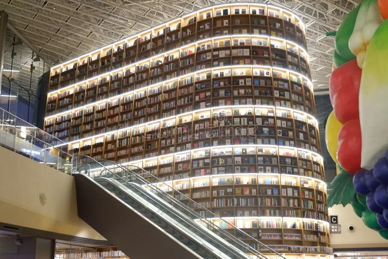Βιβλιοθήκη Starfield στη λεωφόρο Σεούλ Κορέα Coex στοκ εικόνες