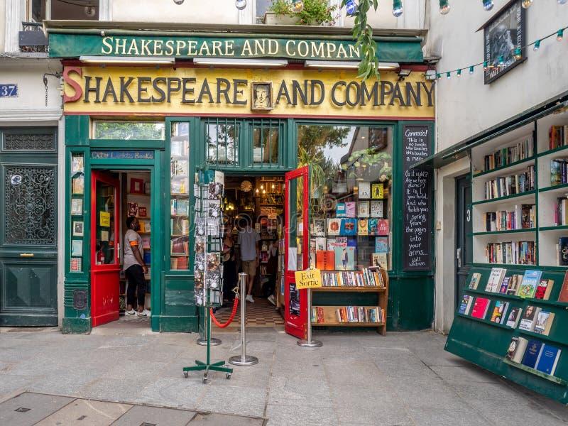 Βιβλιοπωλείο Shakespeare και επιχείρησης στο λατινικό τέταρτο του Παρισιού στοκ φωτογραφίες με δικαίωμα ελεύθερης χρήσης