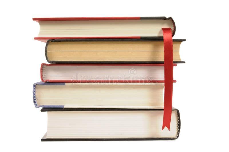 Βιβλία βιβλίων με σκληρό εξώφυλλο με την κορδέλλα σελιδοδεικτών στοκ φωτογραφία με δικαίωμα ελεύθερης χρήσης