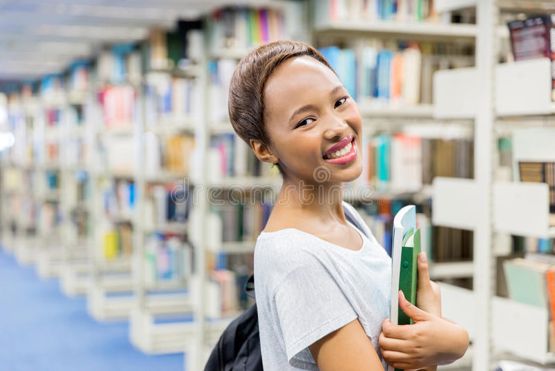 Βιβλία εκμετάλλευσης φοιτητών πανεπιστημίου στοκ εικόνα