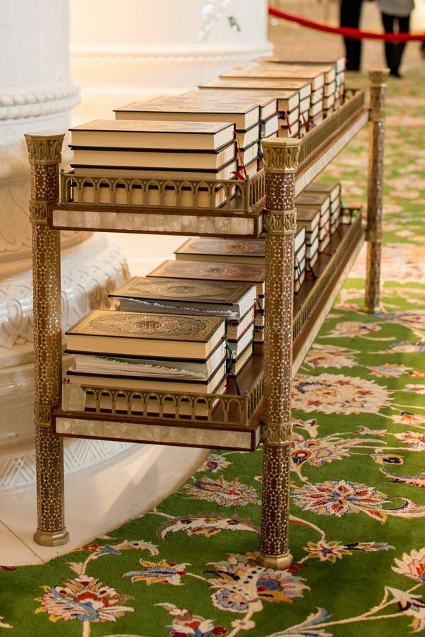 Download Βιβλία Quran στοκ εικόνα. εικόνα από καλλιγραφία, βιβλίων - 62706889