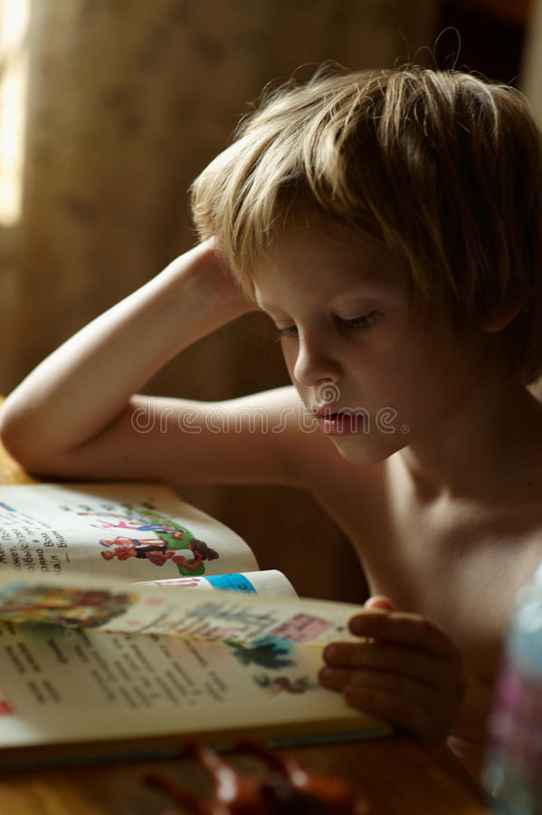 Βιβλίο ανάγνωσης ABC στοκ φωτογραφία