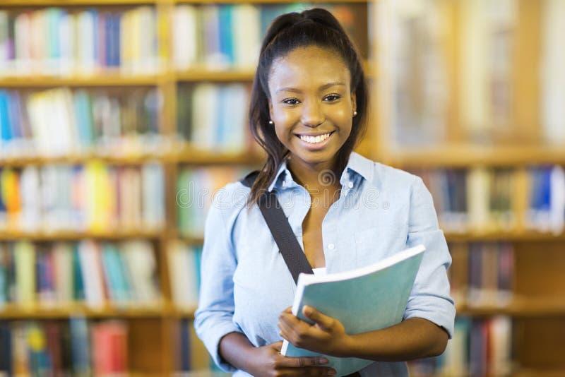 Βιβλίο εκμετάλλευσης φοιτητών πανεπιστημίου στοκ φωτογραφία με δικαίωμα ελεύθερης χρήσης